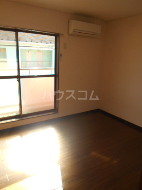 埼大前小鳩ハイツ 桜草 205号室のリビング