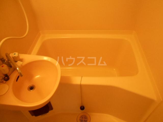 埼大前小鳩ハイツ 桜草 205号室の風呂