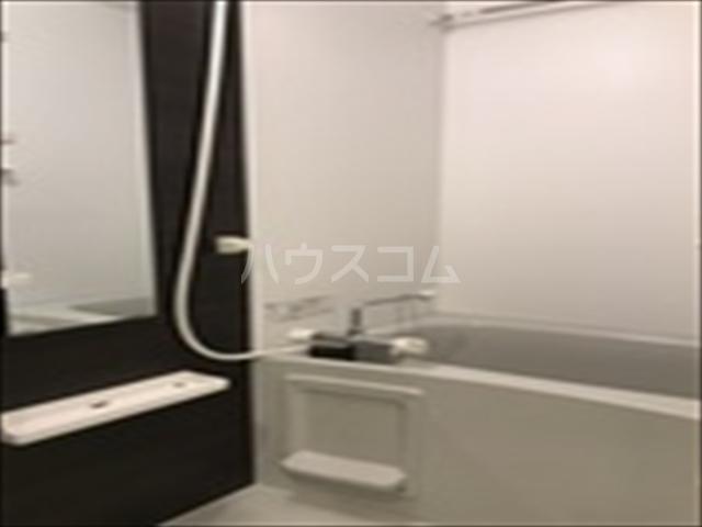 リブリ・TRIPOLISⅢ 203号室の風呂