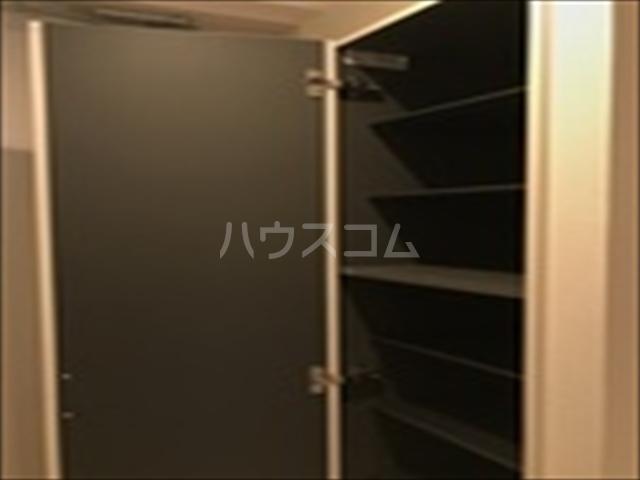 リブリ・TRIPOLISⅢ 203号室の玄関