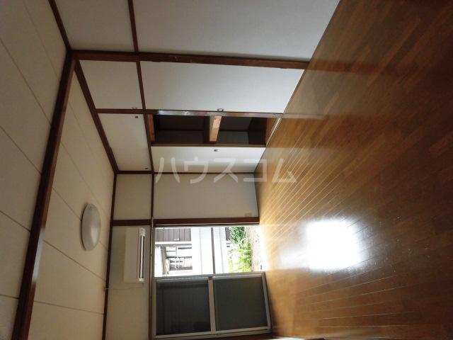 第2ひばり荘 00102号室の居室