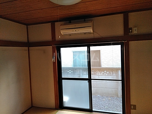 第2フラッツ京明 103号室のリビング