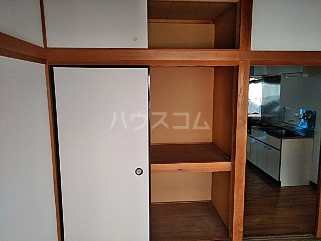 第2フラッツ京明 204号室の収納