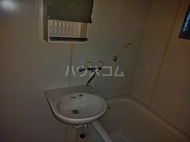 第2フラッツ京明 204号室の洗面所