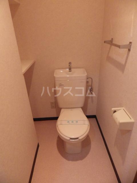 サン・ボヌール 201号室のトイレ