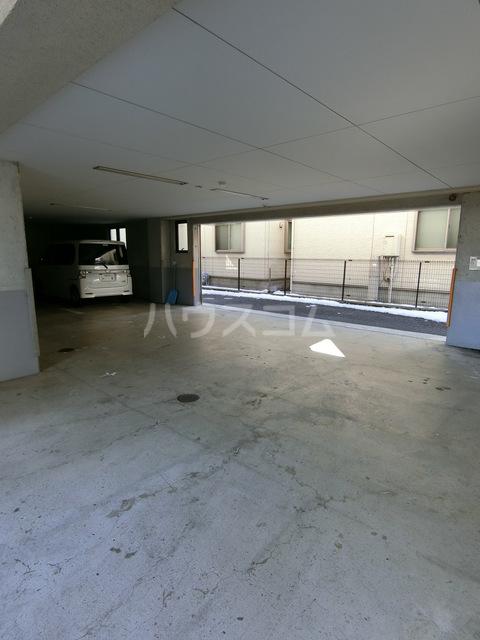 サン・ボヌール 201号室の駐車場