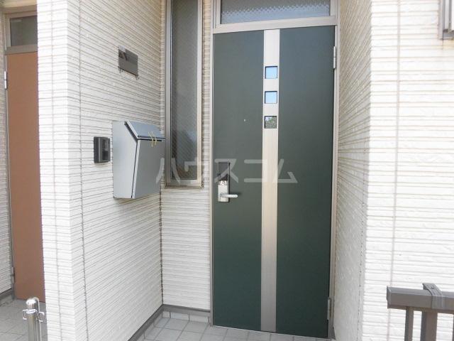 マイホーム柴崎2 201号室の玄関