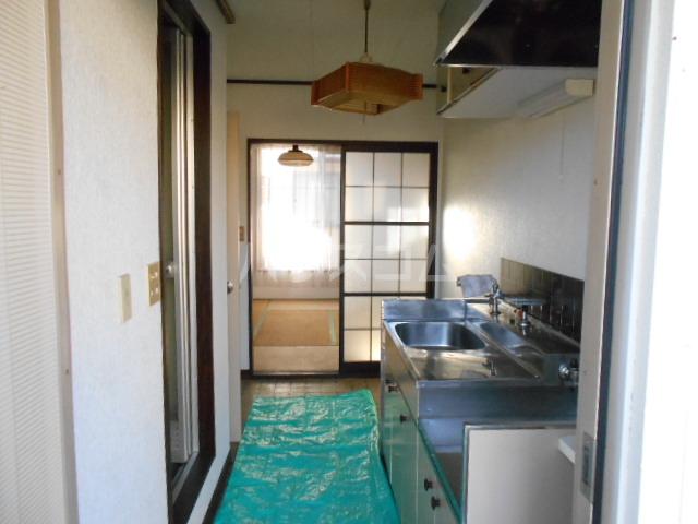 フラット津久井 101号室のリビング