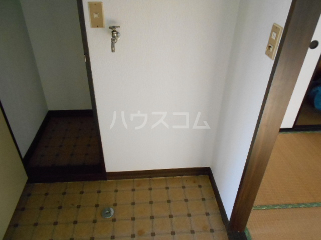 フラット津久井 101号室の玄関