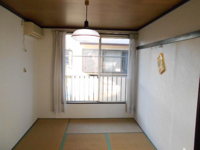 フラット津久井 203号室の居室