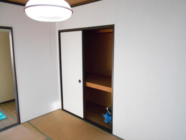 フラット津久井 203号室の収納