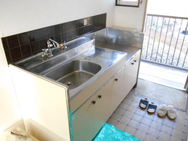 フラット津久井 203号室のキッチン