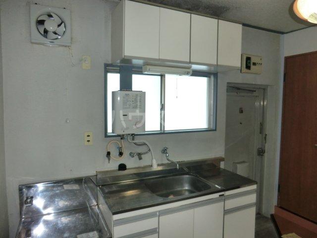 ユニバース・7 302号室のキッチン