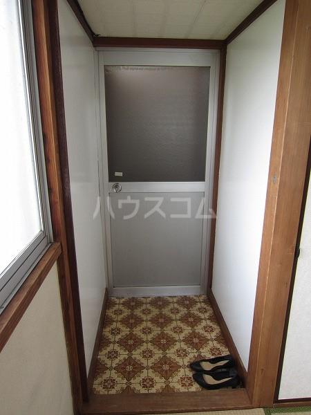 うるま荘 207号室の玄関
