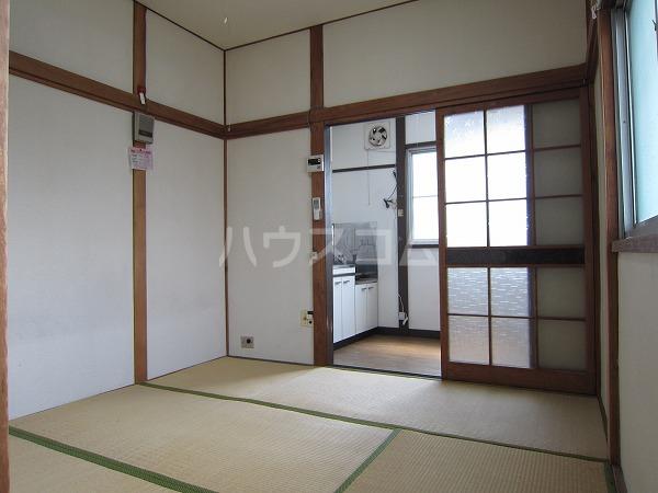 うるま荘 207号室のリビング
