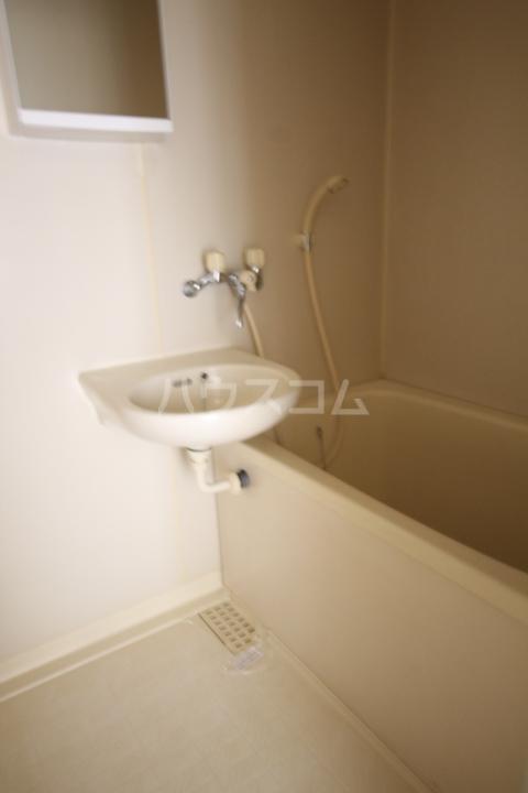 岡本ハイツ 101号室の洗面所