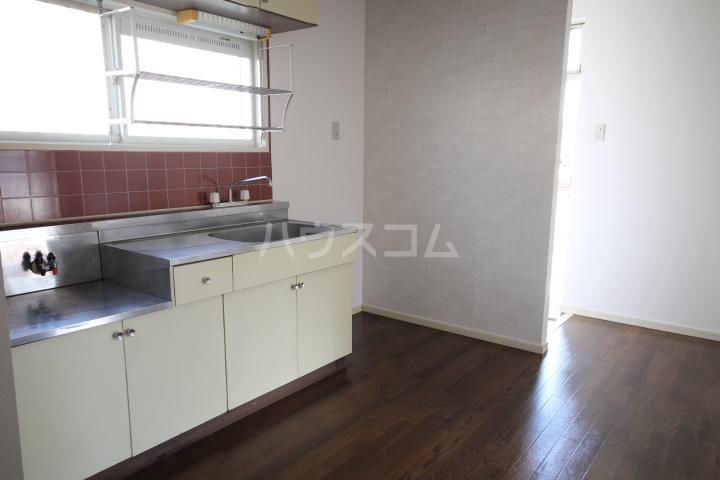 岡本ハイツ 101号室のキッチン