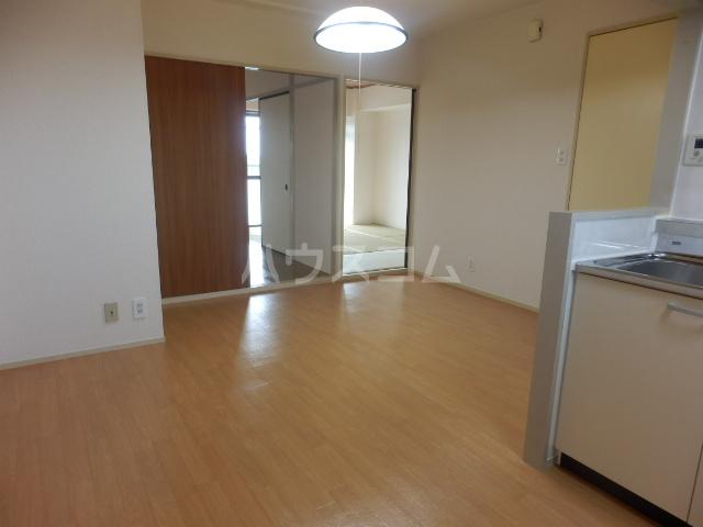 第5昭栄マンション 401号室のリビング