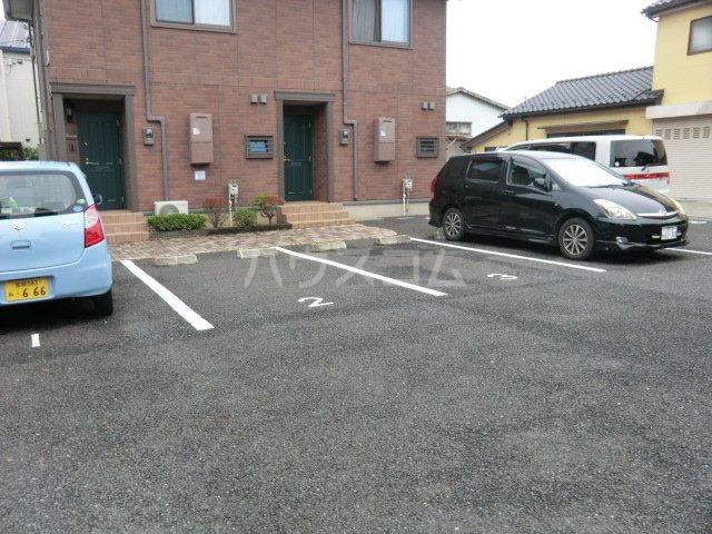 イヴェール 202号室の駐車場