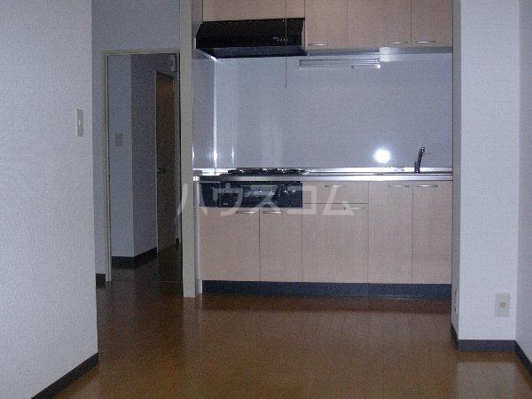 西沢マンション 102号室のリビング