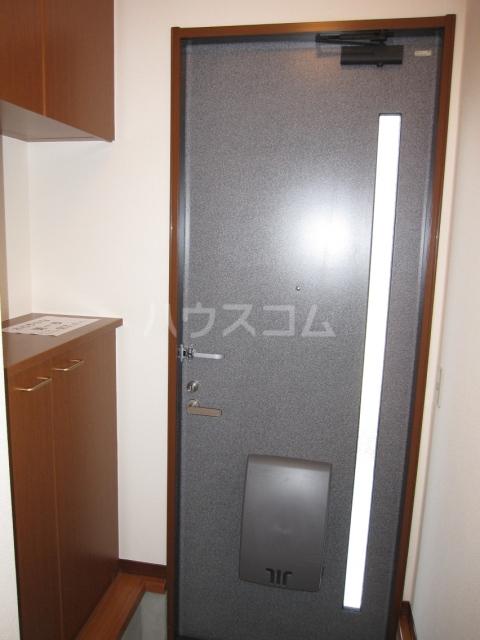 グレイスピュア 106号室の玄関