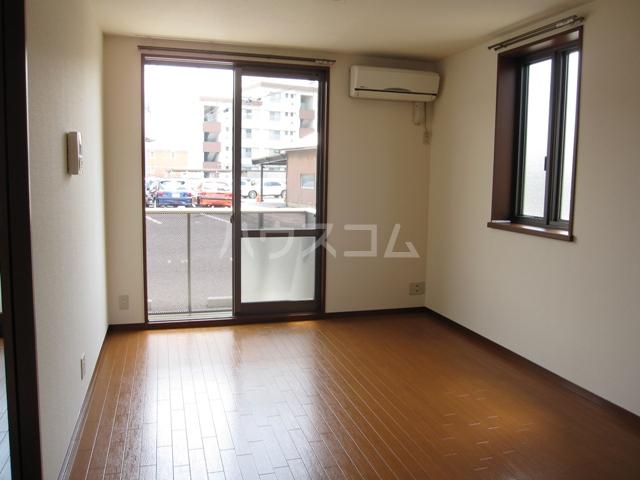 グレイスピュア 106号室の居室