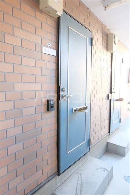 ベルファーレヒルズ 103号室の玄関