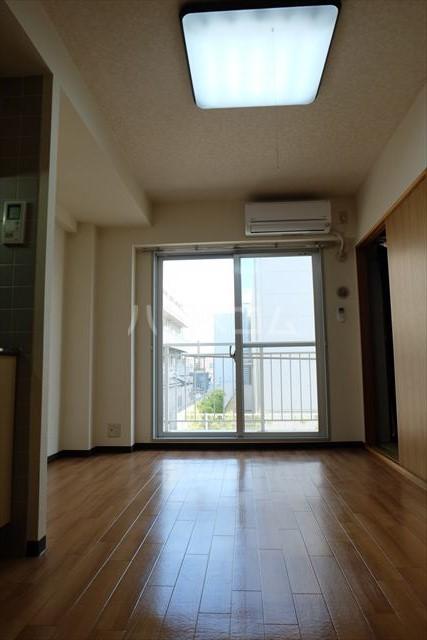 桜フラッツ 202号室のリビング