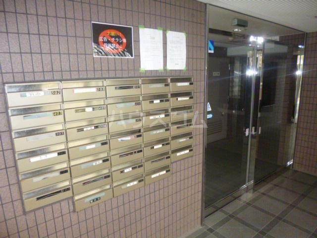 クィーンズ・ヴィラ武蔵浦和 205号室のエントランス