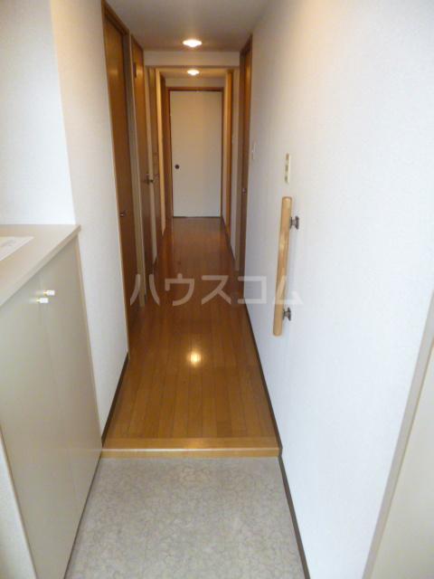 クィーンズ・ヴィラ武蔵浦和 205号室の玄関