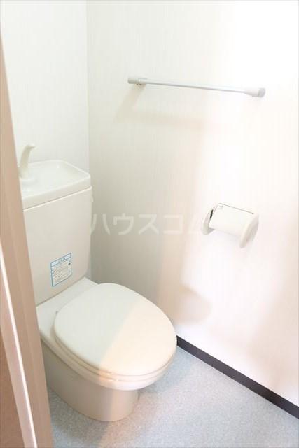 カーネスマンション 301号室のトイレ
