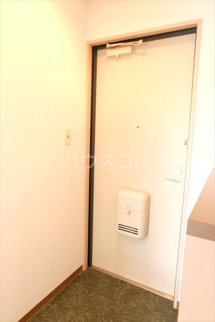 カーネスマンション 301号室の玄関