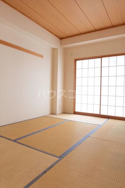 カーネスマンション 301号室の居室