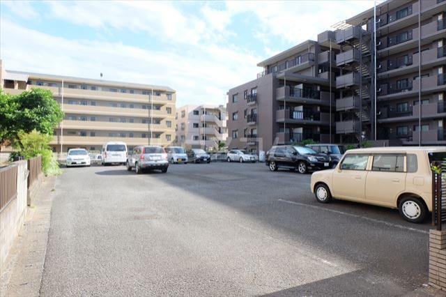 プランドール 402号室の駐車場