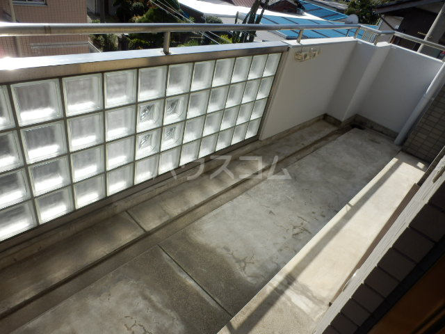 シティルミエール西浦和 205号室のバルコニー