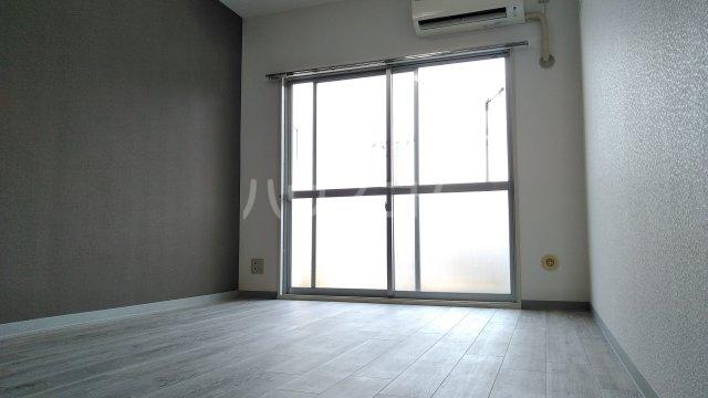 ドゥボヌール 305号室の居室