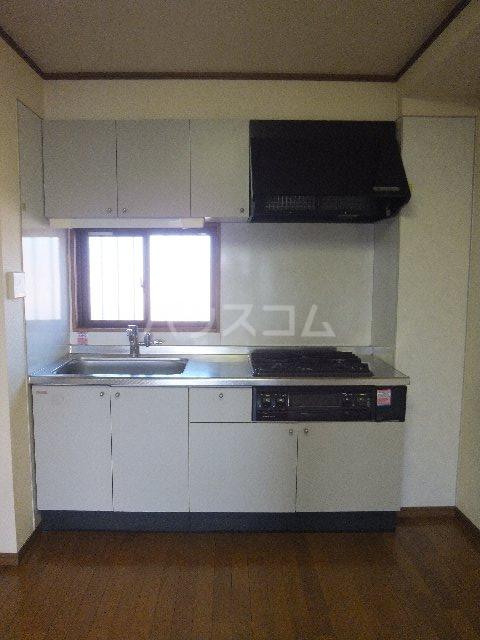 栗原マンション 302号室のキッチン