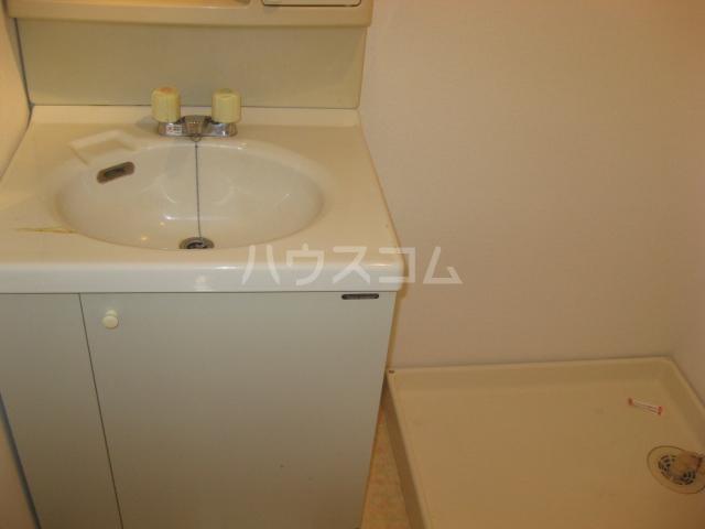ウィズ・キッド 101号室の洗面所