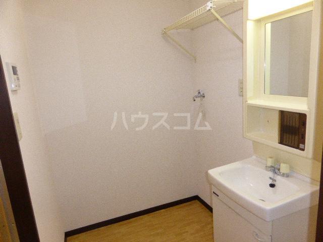 ビラージュYS・B棟 302号室の洗面所