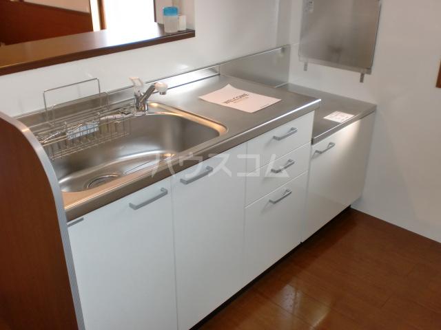 プリムローズⅡ 201号室のキッチン