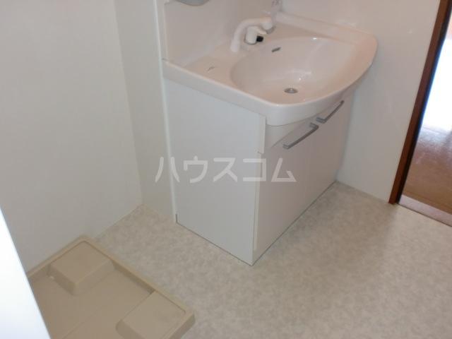 プリムローズⅡ 201号室の洗面所
