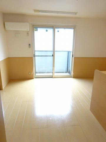 プリムヴェール十二番館 205号室の玄関