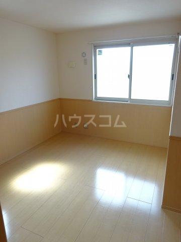 プリムヴェール十二番館 205号室の居室