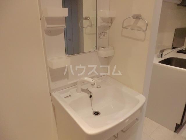 プレミール 103号室の洗面所