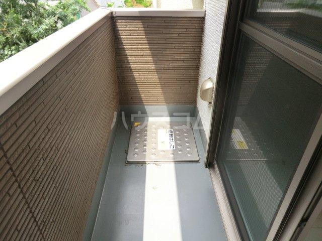 プレミール 103号室のバルコニー