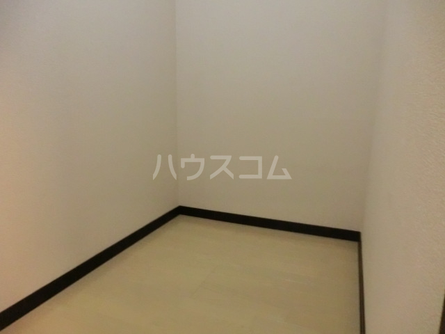 ラトゥール桜丘 202号室の居室