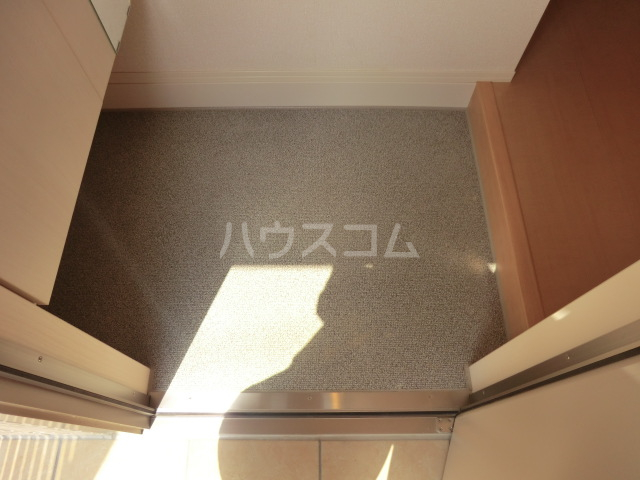 セリーヌコート S 202号室の玄関