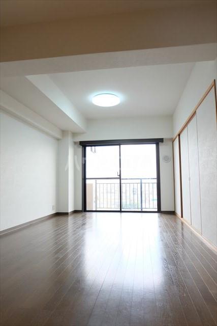 モナークプラザ西浦和秋ヶ瀬公園 610号室のリビング