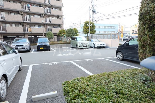 モナークプラザ西浦和秋ヶ瀬公園 610号室の駐車場