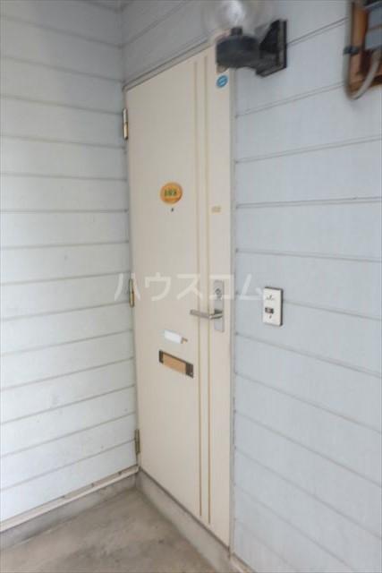 SEED 102号室の玄関